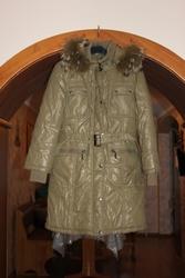 зимнее пальто  на холлофайбере цвет фисташковый рост 140 с капюшоном
