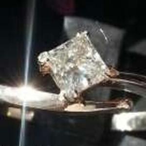 Бриллиант 0.5 карат кольцо стильное новое
