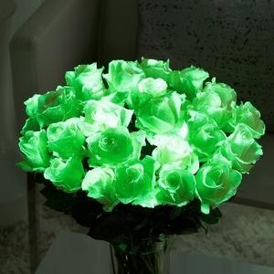 Светящиеся цветы и наклейки с признаниями